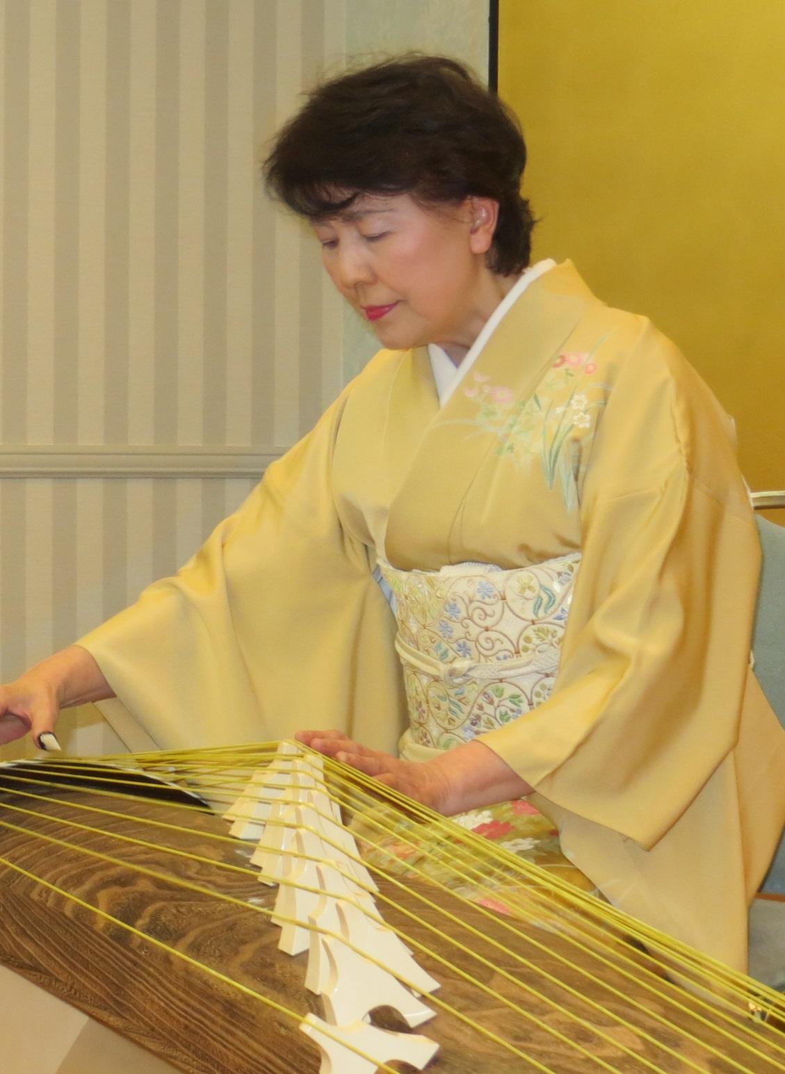卒業生の活躍・大浦美紀子(箏奏者)
