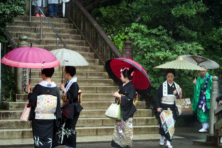 01【話題の八王子芸者と僧侶】