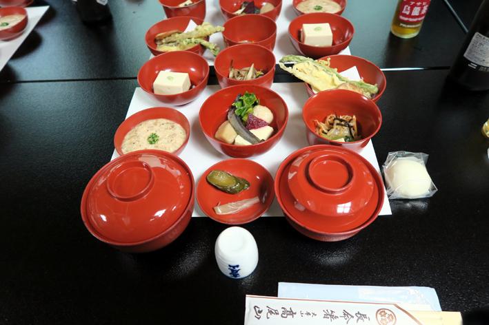 03【【命に対する敬意を表し、全てのもの、全ての人に感謝の気持ちを込めて食べる伝統的な精進料理も体験】